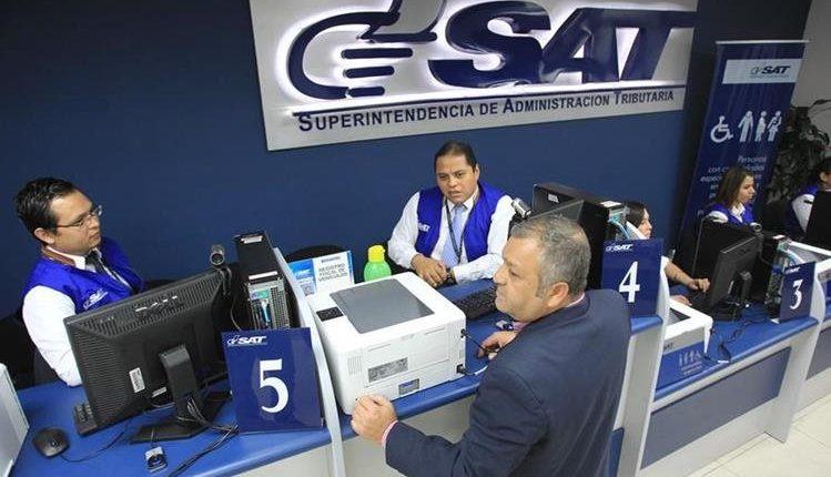 Los impuestos que vencen a finales de mes se podrán liquidar hasta el 2 de enero del 2019, comunicó la SAT. (Foto Prensa Libre: Hemeroteca)
