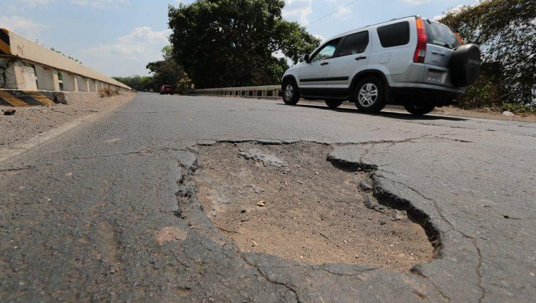 Puente en el km 130 de la carretera CA-2 cuya construcción fue abandonada (Foto Prensa Libre: Álvaro Interiano)