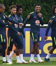 Marcelo y Casemiro se unieron a la selección de Brasil que se alista para cumplir con la preparación para tomar parte en Rusia 2018. (Foto Prensa Libre: AFP)