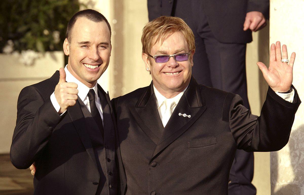 El cineasta David Furnish y el cantante Elton John se conocieron en los noventa y se casaron en 2014. (Foto: Hemeroteca PL).
