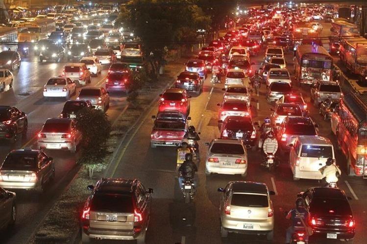 Se estima que el próximo 17 de noviembre unas 45 mil personas se concentren en la Plaza El Obelisco y sus alrededores. (Foto Prensa Libre: Hemeroteca PL)