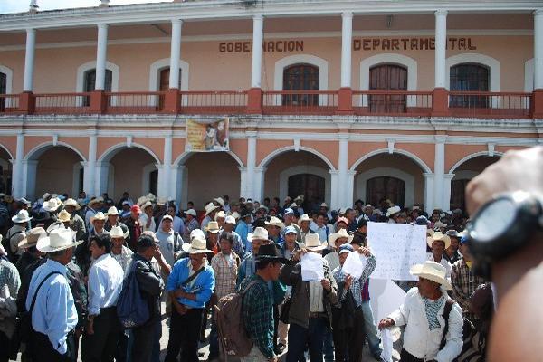 Ex Patrulleros de Autodefensa Civil presionan al Gobierno para que les pague por sus servicios al país. (Foto Prensa Libre: Archivo PL)