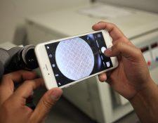Programa Pegasus convierte cualquier celular en una máquina de espionaje. (Foto Prensa Libre: EFE)