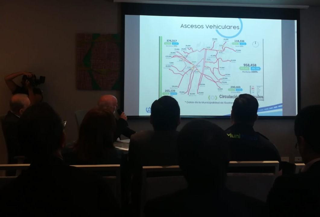 Promotores del Metro Subterráneo de Guatemala sugieren que es posible implementar ese sistema de transporte con capital de la iniciativa privada. (Foto Prensa Libre: Edwin Pitán)
