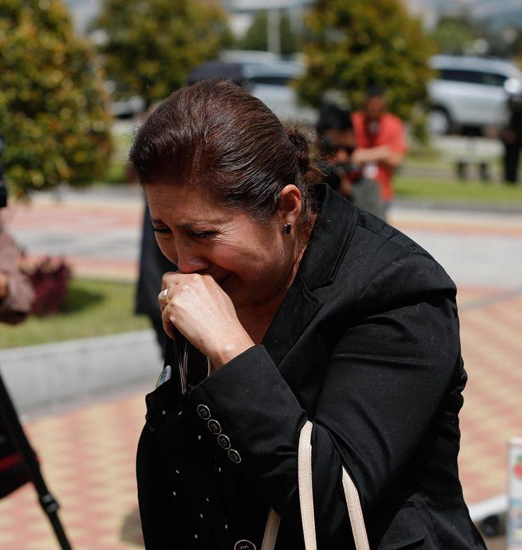 Familiares de los periodistas llegan al centro de emergencia ECU 911 donde se reúnen autoridades del gobierno en Quito, Ecuador.(EFE).