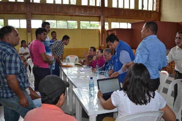 Representantes de transportistas, autoridades y vecinos, con apoyo de la PDH, logran acuerdo.