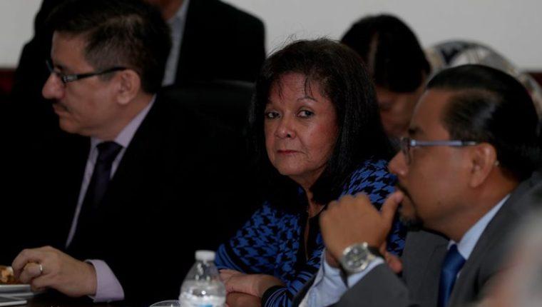 Elvia Delfina González —al centro— forma parte del cuerpo de asesores de la CDAG y del COG. (Foto Prensa Libre: Carlos Vicente)