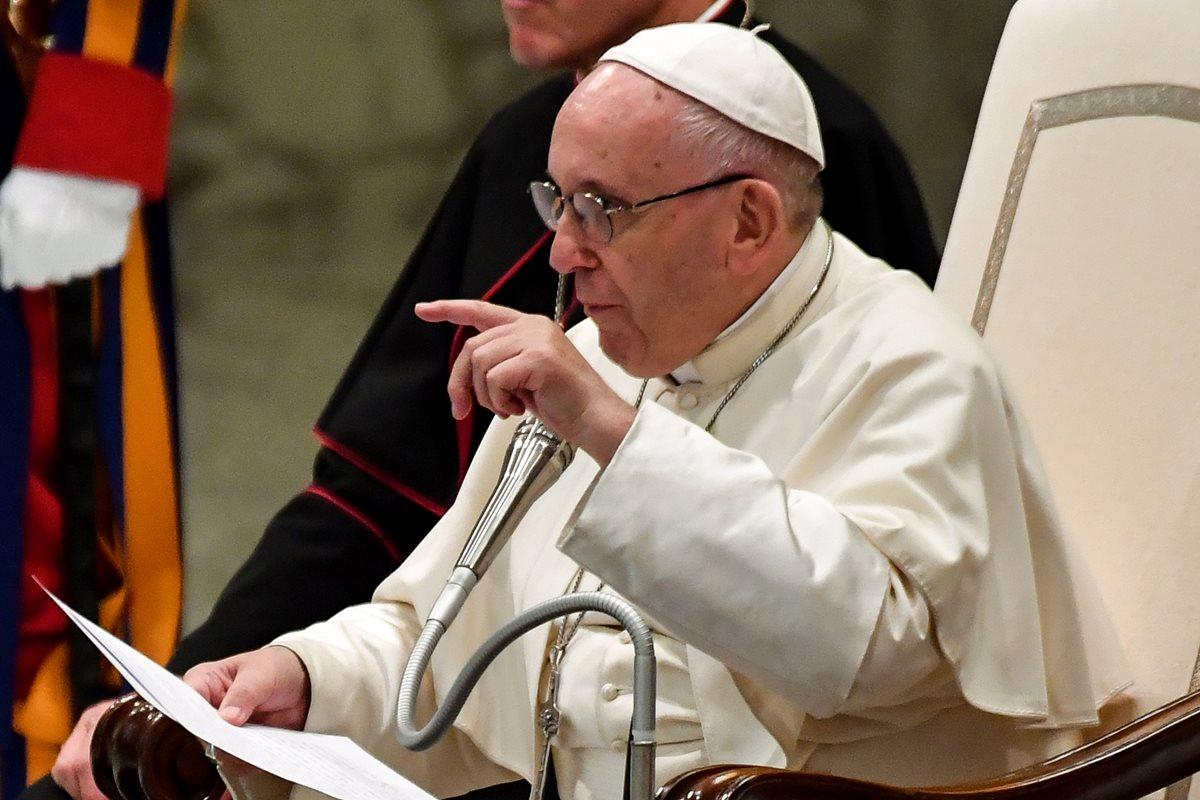 El papa Francisco introdujo en el catecismo el compromiso de la iglesia católica de luchar contra la abolición de la pena de muerte. (Foto Prensa Libre: AFP)