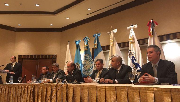 Instituciones se unieron al Tribunal Supremo Electoral para comprometerse en la fiscalización de Partidos Políticos. (Foto Prensa Libre: Lourdes Hércules)