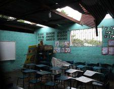 La lluvia ha dañado los techos de escuelas, hasta ahora son 302 las que tienen este problema. Los fondos para repararlas salen del Quinto Programa del Mineduc. (Foto Prensa Libre: Hemeroteca PL)