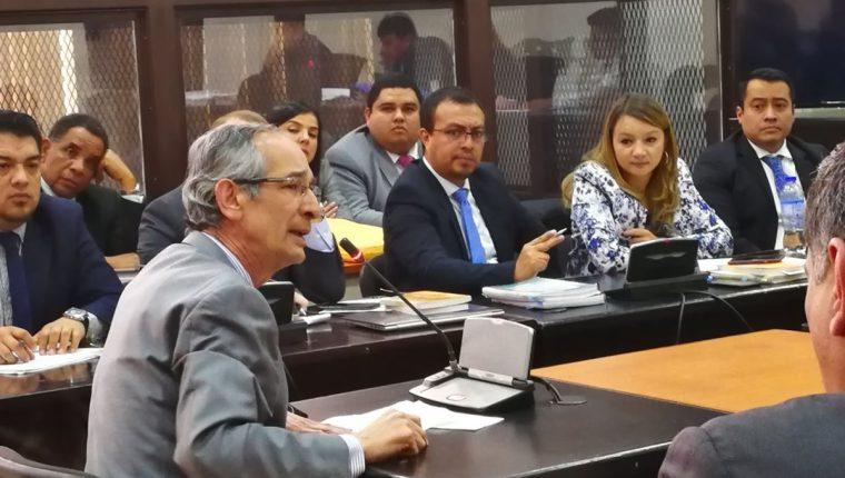 Expresidente Álvaro Colom expuso sus argumentos durante la audiencia de primera declaración en caso Transurbano. (Foto Prensa Libre: Estuardo Paredes)