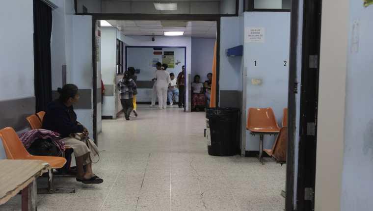 El sistema de salud afrontó serios problemas durante este año, debido al desabastecimiento de insumos para el desarrollo de la consulta externa y cirugías. (Foto Prensa Libre: Hemeroteca)