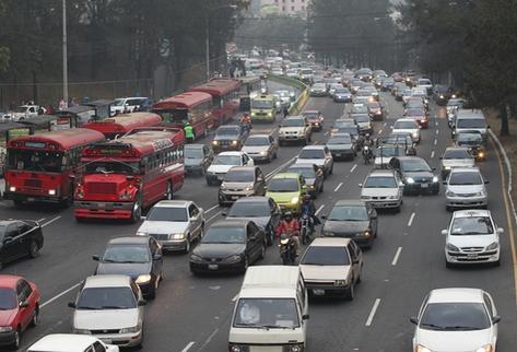 Tránsito vial se incrementará el martes en la capital