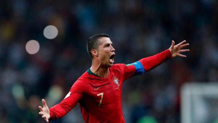 Cristiano silenció los pitos que recibió durante buena parte del partido con tres goles que amargaron la noche a los españoles. (Foto Prensa Libre: AFP)