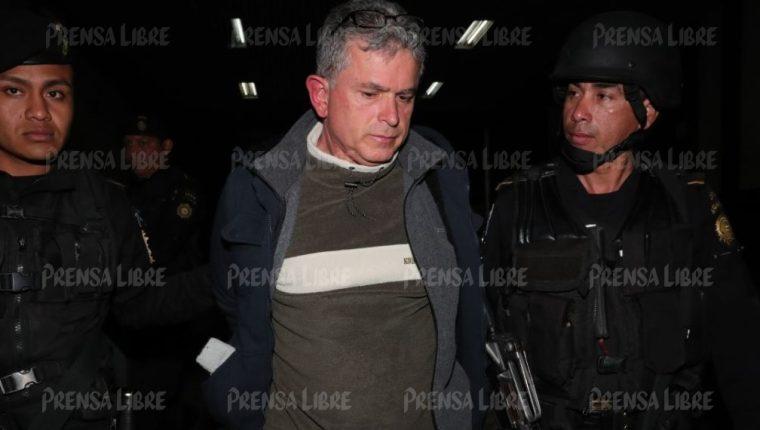 Jorge Eduardo Antillón Klussmann al momento de llegar a Torre de Tribunales, capturado en Carretera a El Salvador. (Foto Prensa Libre: Estuardo Paredes)