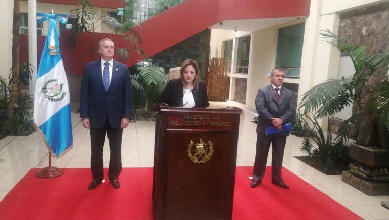 La canciller Sandra Jovel y el ministro de Gobernación, Enrique Degenhart -izquierda-, han llevado a la práctica la decisión presidencial de dar por finalizado el convenio de Cicig. (Foto Prensa Libre: Hemeroteca PL)
