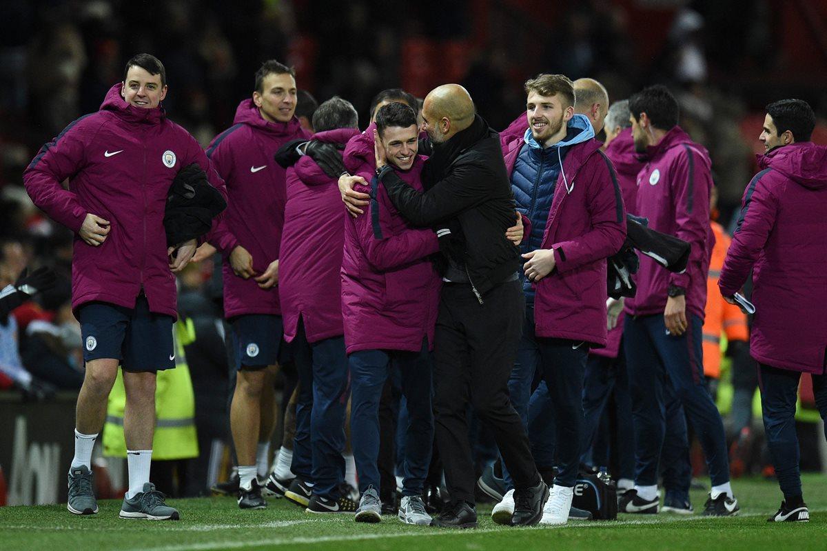 Pep Guardiola afirma que el alienta a sus jugadores a celebrar cuando ganan. (Foto Prensa Libre: AFP)