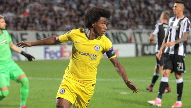 El jugador del Chelsea Willian celebra el gol conseguido ante el PAOK Salónica. (Foto Prensa Libre: EFE)