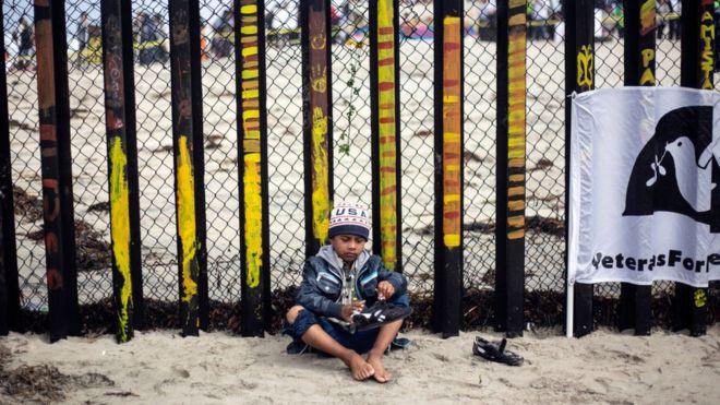 El número de niños centroamericanos que llegan a la frontera con Estados Unidos sin acompañamiento aumentó desde 2014. AFP