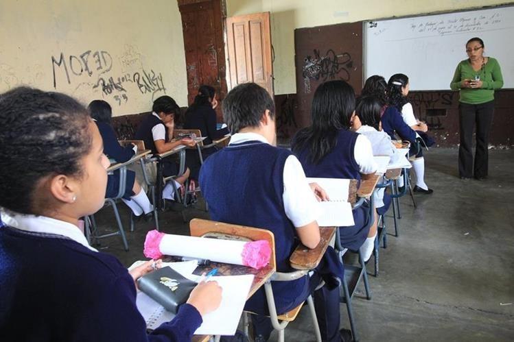 El Mineduc comenzará un proceso de sanción en contra de los maestros que tomaron vacaciones de medio año debido a que no estaba autorizado. (Foto Presa Libre: Hemeroteca PL)