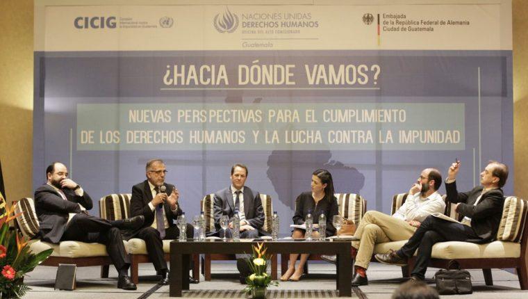 Iván Velásquez durante el conversatorio sobre derechos humanos e impunidad. (Foto Prensa Libre: Edwin Bercián)