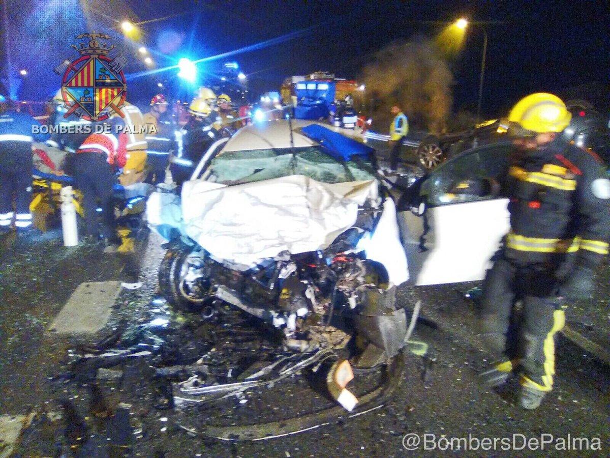 Fatal accidente en España provocado por dos guatemaltecos. (Foto Prensa Libre: Bomberos de Palma)