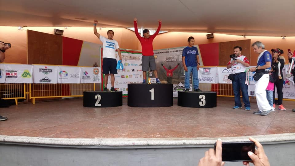 El atleta quetzlteco estuvo en el podio final en la categoría Absoluta 130 kilómetros. (Foto Prensa Libre: Cortesía)
