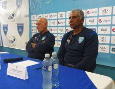 Claverí (izquierda) y Gardiner en conferencia de prensa en la Federación de Futbol (Fedefut) (Foto Prensa Libre: Jorge Ovalle)
