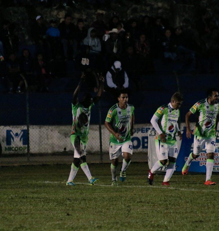 Roberto Carlo Peña anotó el único gol del partido para Antigua GFC. (Foto Prensa Libre: Eduardo Sam)