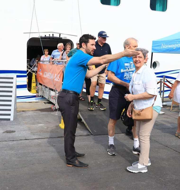 Cada turista que viaja en crucero gasta alrededor de US$75 durante su visita. (Foto Prensa Libre: Carlos Paredes)