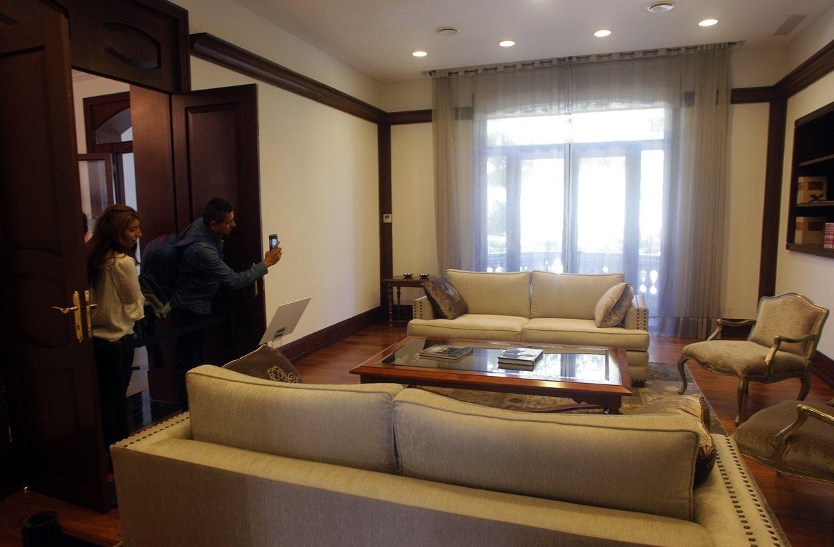 Una de las salas de la residencia de Los Pinos. (Foto Prensa Libre: AFP)