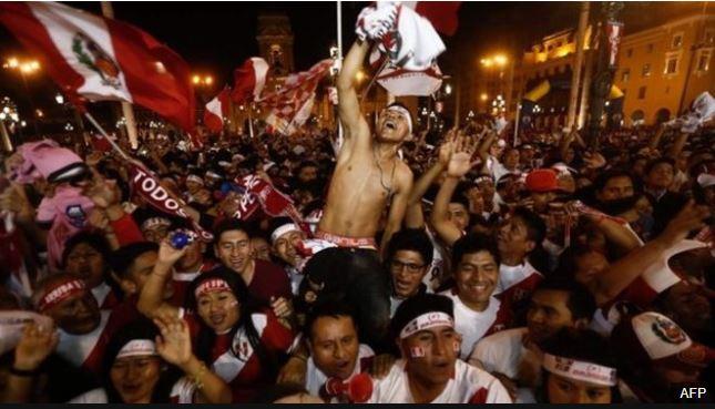 La emoción tras el final del encuentro era palpable en las calles y plazas de ciudades de todo Perú.