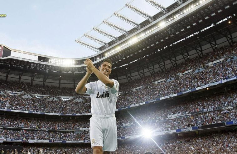 Número 5: Cristiano Ronaldo llegó del Manchester United para el Real Madrid por 94 millones de euros. (Foto Prensa Libre).