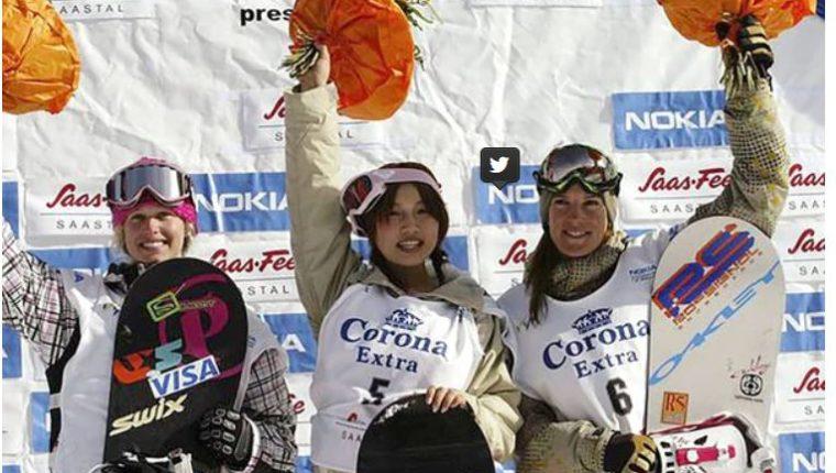 Imai Melo, al centro, cuando participó en los eventos de snowbord. (Foto tomada de internet)