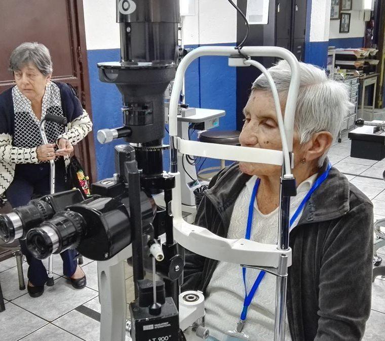 Adultos mayores tienen mayor tendencia a desarrollar enfermedades de la vista. (Foto Prensa Libre: Roni Pocón)