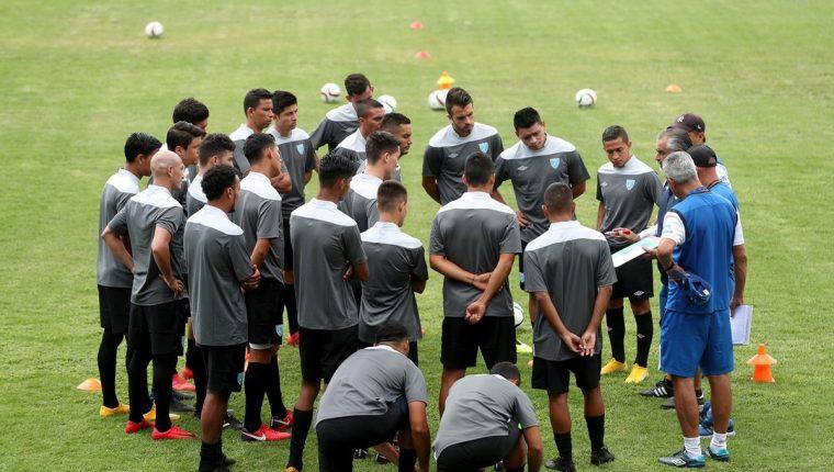 La Selección Nacional todavía no ha podido entrenarse con los uniformes oficiales para la nueva era al mando de Wálter Claverí. (Foto Prensa Libre: Edwin Fajardo)