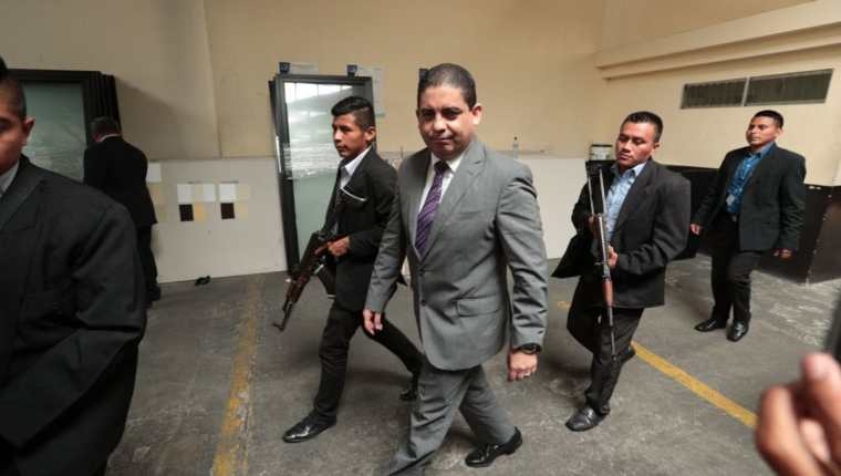 Juan Carlos Monzón empezó sus declaraciones asegurando que existían documentos que respaldaban su testimonio. (Foto Prensa Libre: Carlos Hernández)