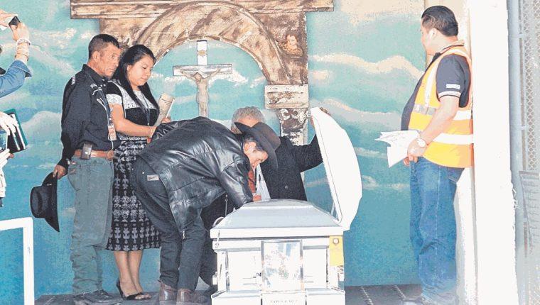 Diferentes trámites son requeridos para realizar la repatriación (Foto Prensa Libre: Estuardo Paredes)
