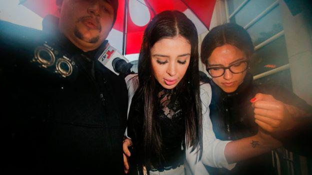 La esposa del Chapo, Emma Coronel Aispuro, es una de las figuras que acompaña a Guzmán en las audiencias en Nueva York. AFP / GETTY IMAGES