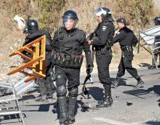 Agentes de la PNC se han enfrentado contra pobladores de Huehuetenango en varias ocasiones por problemas sociales que llevan a la ingobernabilidad.  (Foto Prensa Libre: Hemeroteca PL)