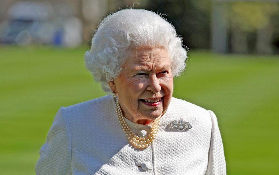 La reina Isabel II ha reinado por más de 65 años el Reino Unido y la Mancomunidad de Naciones. La monarca se ha convertido un ícono y ha sido inspiración para muchas series y películas. (Foto Prensa Libre: AFP).