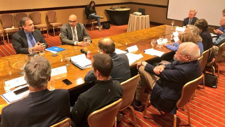 Los congresistas estadounidenses se reunieron este miércoles en un hotel de la zona 10. (Foto Prensa Libre: Embajada de Estados Unidos)