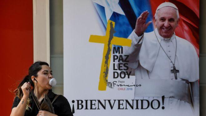 El Papa llegó este lunes a Santiago y el jueves va a Perú. AFP