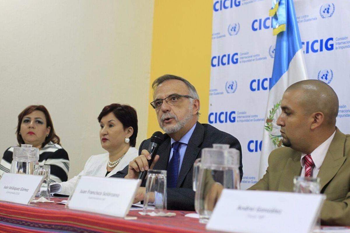 Autoridades de SAT, MP y Cicig revelaron detalles del pago de devolución de impuestos efectuado por la empresa acerera. (Foto Prensa Libre: Edwin Bercián)