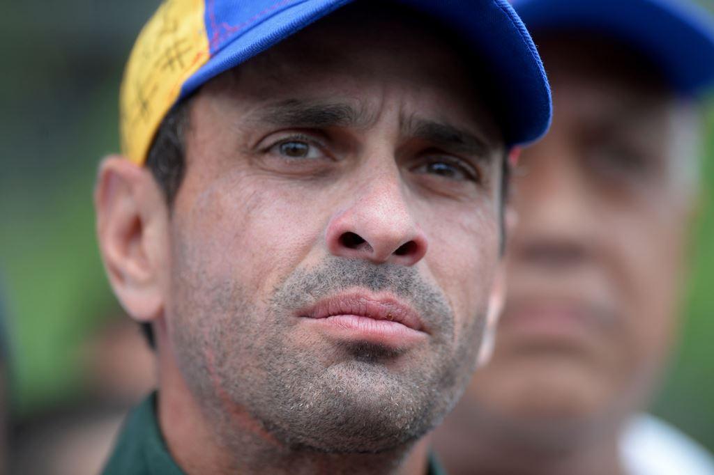 Sobornos de Odebrecht salpican a Capriles y a Santos