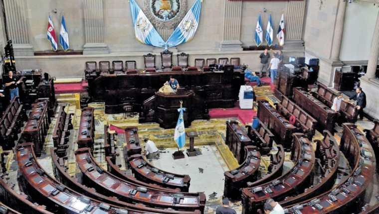 La planilla de asesores, viajes y reparaciones a edificios del Congreso crecería en el 2019 si se aprueba el presupuesto. (Foto Prensa Libre: Cortesía José Castro)