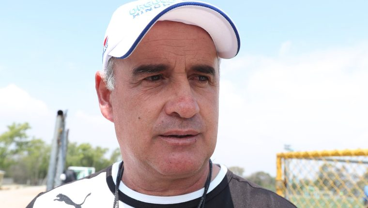 Willy Coito Olivera tendrá una semana complicada. Hoy visita al líder y el sábado recibe a Petapa. (Foto Prensa Libre: Edwin Fajardo)