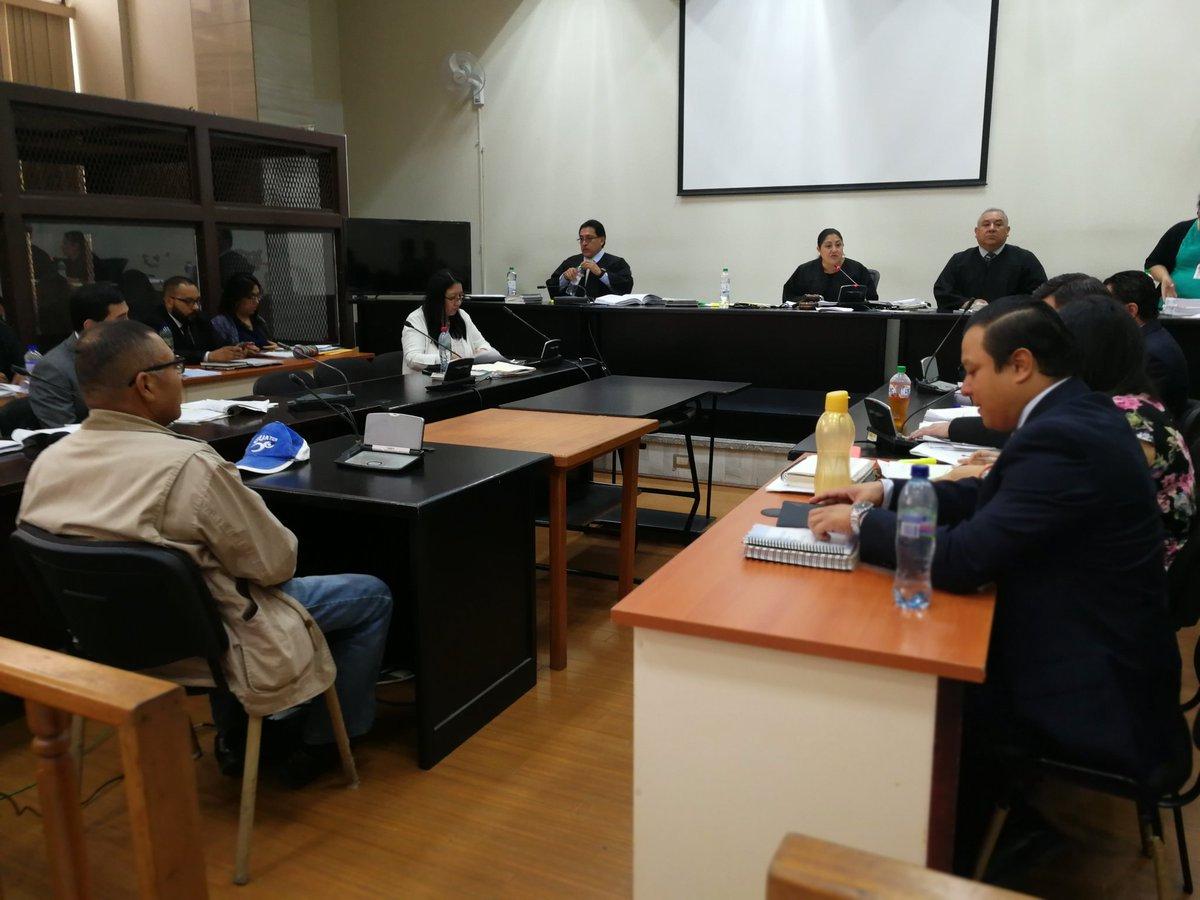 El policía Pedro de la Cruz declaró en el Tribunal Décimo Tercero Penal. (Foto Prensa Libre: Kenneth Monzón)
