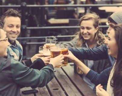 ¡Hablar en inglés u otro idioma que no sea el nuestro parece tan fácil con una gota de alcohol!
