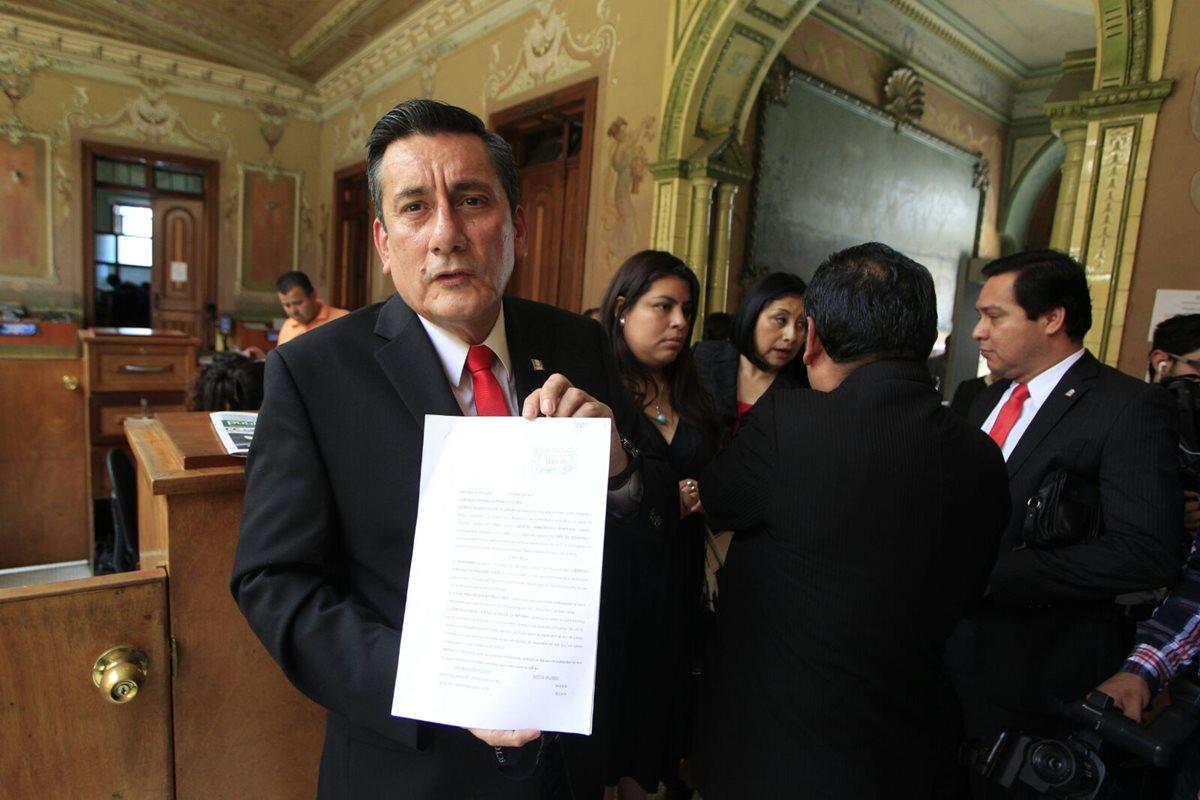 Líder pide al TSE revisión de votos